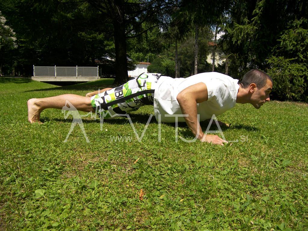 VIDEO: Popoln trening za celo telo brez uteži v naravi 1