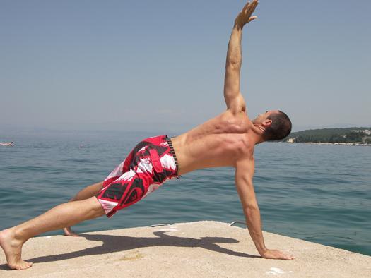kako aktivirati 12 mišic z eno vajo